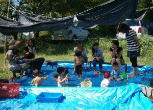 夏は大きなプールをつくります